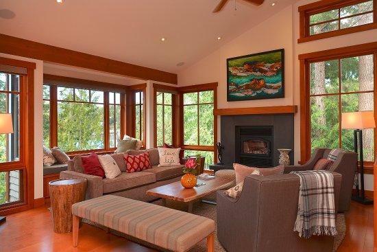 Garden Bay, Kanada: Three-bedroom villa living area.