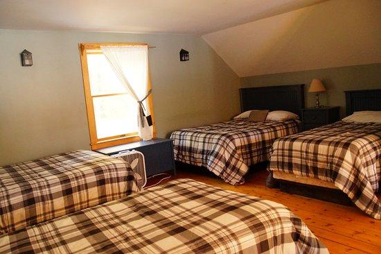 Caratunk, ME : Loft bedroom