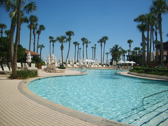 Sea Island, Georgien: family pool in May (summer weather)