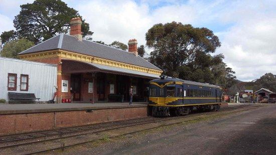 Maldon, Australien: Kiosk to left - visit by RM58