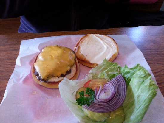 Gasquet, CA: Hamburger was good my wife said. I had BLT with frys it was good.