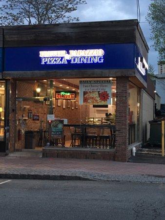 Fort Lee, NJ: Previti Pizza & Papazzio Dining