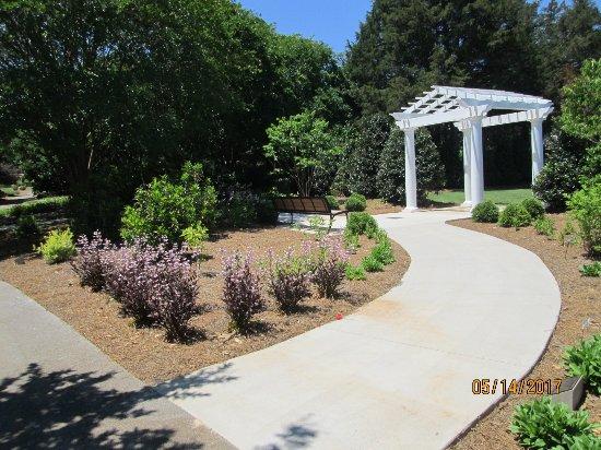 Wheel Chair Friendly Walkways Picture Of Huntsville Botanical Garden Huntsville Tripadvisor