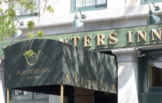 Planters Inn : Front of hotel, (entry).