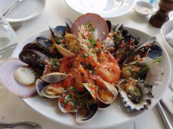 Mollymook, Austrália: Warm Shellfish with Parsley, Chilli, Olive Oil, Garlic and Lemon Juice