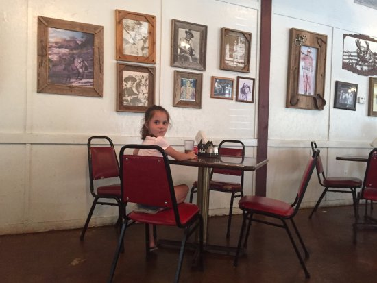 Montgomery, TX: She chose the table