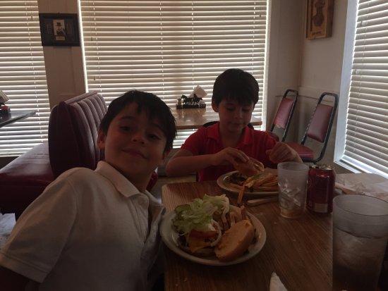 Montgomery, TX: Hamburger heaven