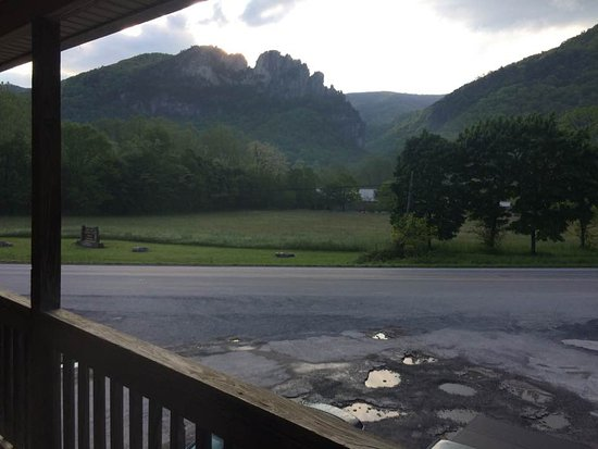 Yokum's Vacationland: The view of majestic Seneca Rock