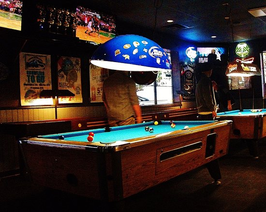 Troutdale, OR: Pool Tables on north side of the Pub