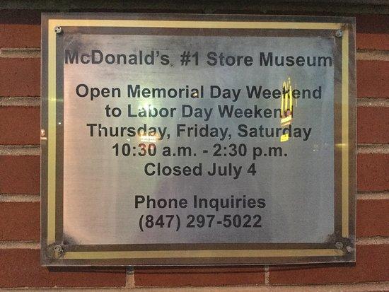 Дес-Плейнс, Илинойс: Closed until Memorial Day.