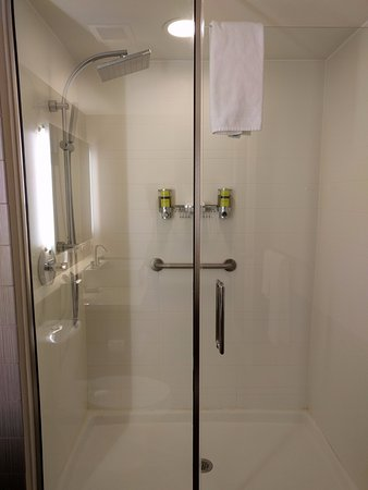Lexington, MA : Cool showerhead -- wish I could've gotten it to work...
