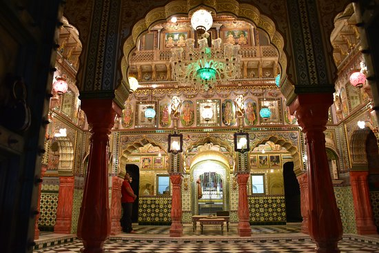 Churu, Indien: Gold and silver painted interiors of Jain temple