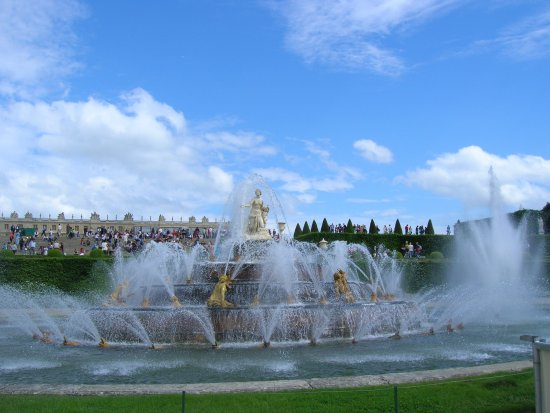 Versailles fountain of latona with water flowing for Jardin de versailles