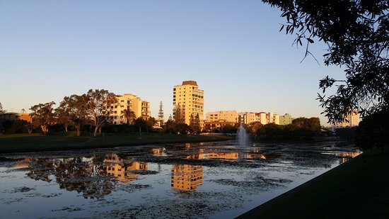 Alexandra Headland, Australia: Nelson Park Lake beside your accommodation
