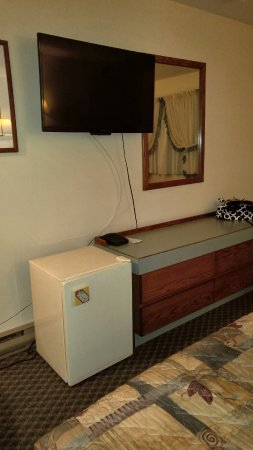 The Ranchland Inn: Flat screen, good channel selection, fridge