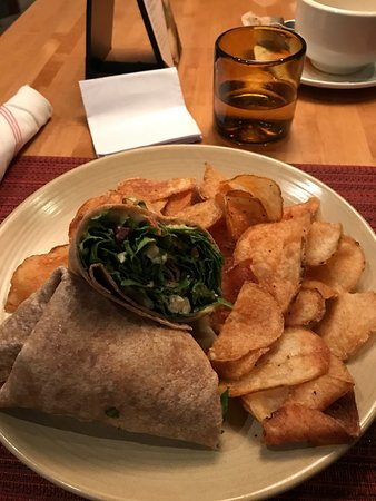 Wolfgang Puck Bistro: Hummus wrap with crisps!