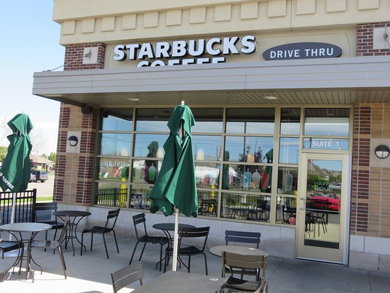 Saginaw, MI: Starbucks on TittabawasseeRoad has outdoor seating on nice days