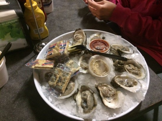 Atlantic Beach, Floryda: Fresh oysters on the half shell