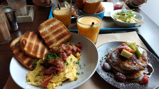 Gistel, بلجيكا: Het Amerikaans ontbijt met chocolade milkshake !!
