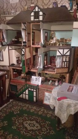 New Norfolk, Australia: Antique Collection - A remarkable doll's house from the early 20th century