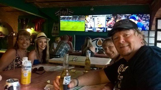 Yo Yo Mo's Pizza and Sports Bar: Line up the tv's