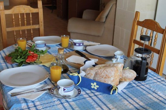 Xaghra, Malta: Breakfast time