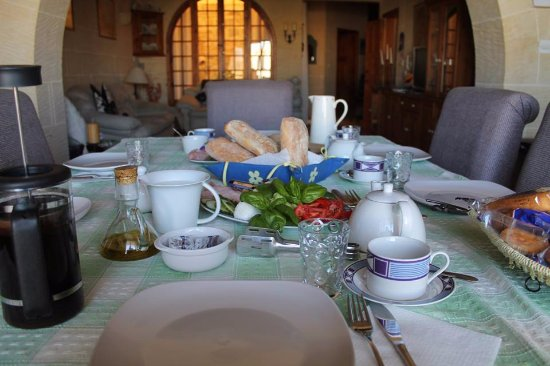 Xaghra, Malta: Family atmosphere friendly and homely setting