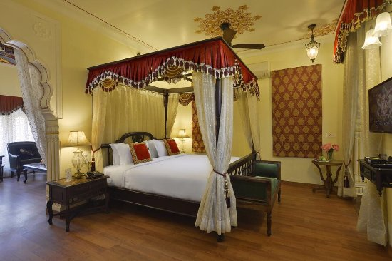 Hanumangarh, India: Swimming pool and suite room