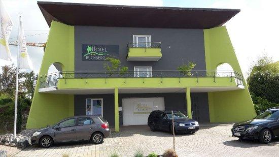 Hotel Buchberg: Das Hotel und die Parkplätze
