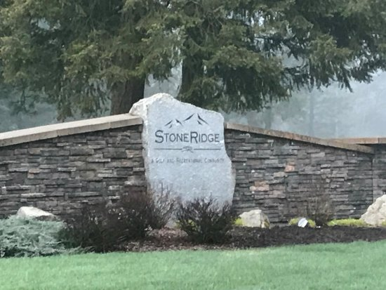 Stoneridge Resort: Daytime view of the marker