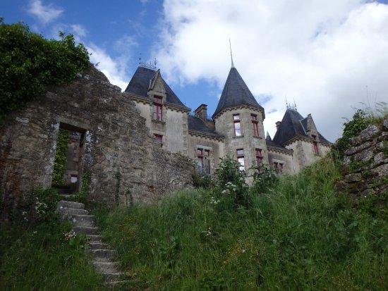 Chteau De Bressuire La Au Milieu Des Ruines Lancienne Fortification