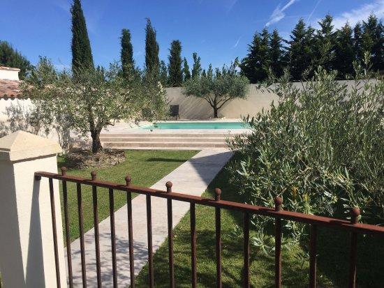 Graveson, Prancis: Un endroit exceptionnel en pleine verdure et bien tenu. Les hôtes sont très sympathiques et la r