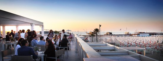 Ristorante con terrazza panoramica - Picture of La Spiaggia ...