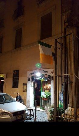 Druid's Den: Great Irish Pub