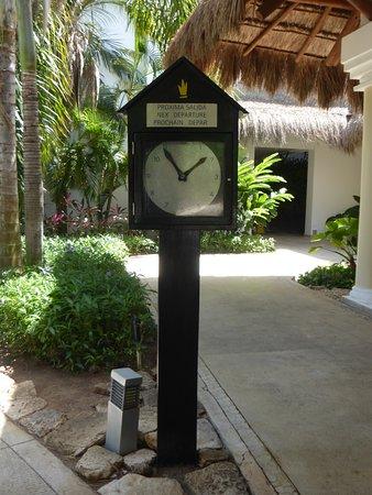 Grand Riviera Princess All Suites Resort & Spa: L'horloge pour l'arrivée du petit train