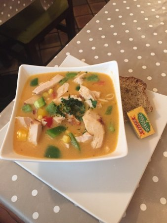 Roscommon, Irlanda: Chicken noodle soup with red curry and coconut - amazing