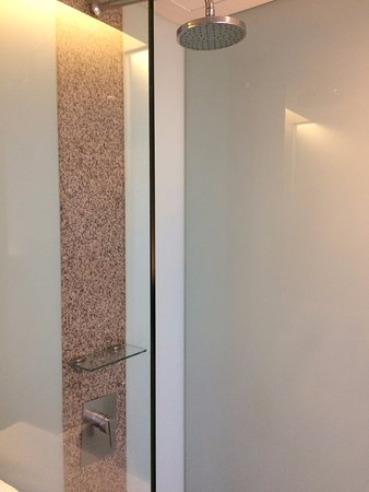 Empire Hotel Subang: Open Concept Bathroom U0026 Glass Cubicle