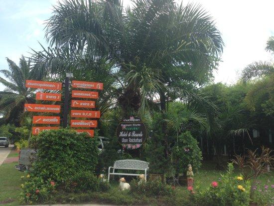 Warin Chamrap, Thailand: ป้ายโรงแรม