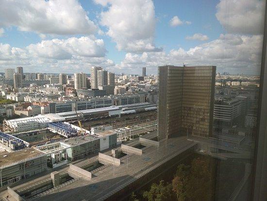 Bibliothèque Nationale de France : Vue vers l'extérieur de la BNF d'une salle de réception