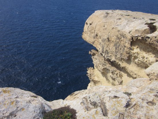Munxar, Malta: Edge of the cliff