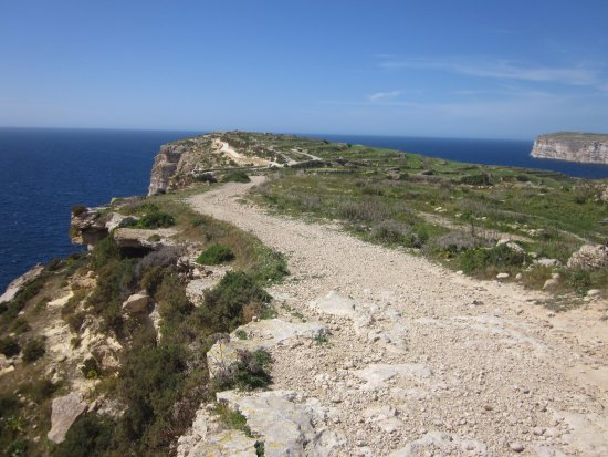 Munxar, Malta: Coming along the coast from Mgarr