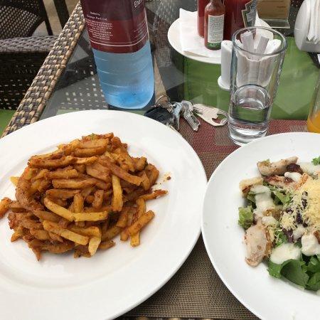 Enashipai Resort & Spa : Caesar Salad and Masala Chips