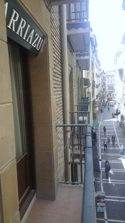 Arriazu Hostal: Balcón a la calle Comedias