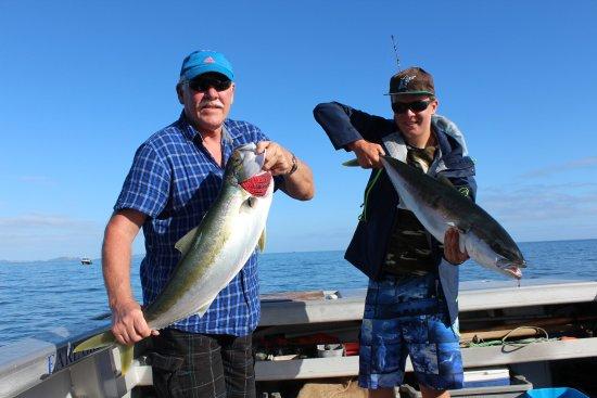 Paihia, New Zealand: Jack and Aidan with a couple of kingies
