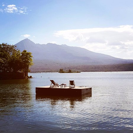 Jicaro Island Ecolodge Granada: Our floating deck with views out to Mombacho Volcano