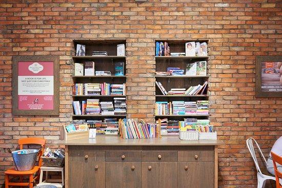 Tillicoultry, UK: Charity bookshelf