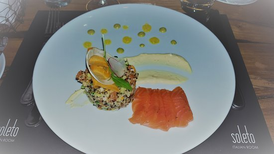 Glyfada, Grecia: Salmon Tartare with Quinoa and Sashimi