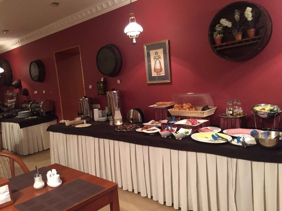 Pushkin Hotel: The breakfast room