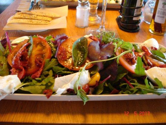 Alfafar, Spanien: Nuova Caprese various tomatoes and mozzarella
