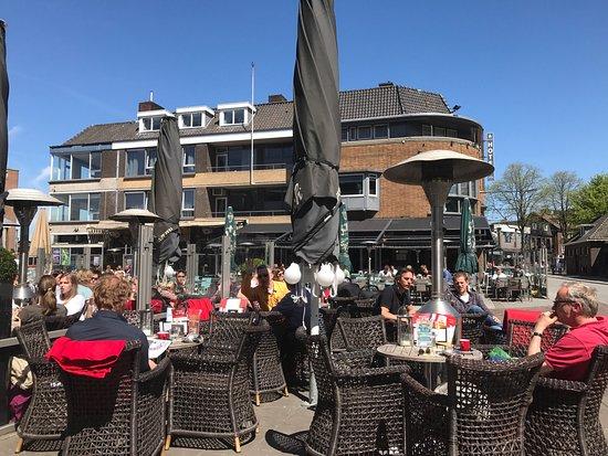 Hengelo, Hollanda: De Twee Wezen